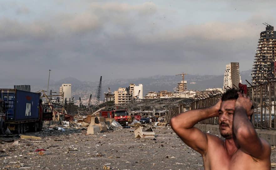 Взрыв прогремел в портовом районе. Взрывная волна разрушила десятки ближайших домов, в 10 км от эпицентра были выбиты стекла в домах