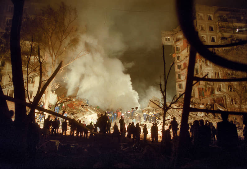 8 сентября 1999 года в 23:59 взрыв прогремел на первом этаже 9-этажного жилого дома по улице Гурьянова в Москве. Два подъезда дома были полностью уничтожены. Взрывной волной были деформированы конструкции соседнего дома № 17. Погибли 106 человек, 690 пострадали