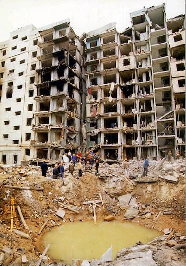 16 сентября 1999 года в 5:57 в Волгодонске Ростовской области рядом с девятиэтажным жилым домом № 35 по Октябрьскому шоссе взорвался грузовик ГАЗ-53 со взрывчаткой