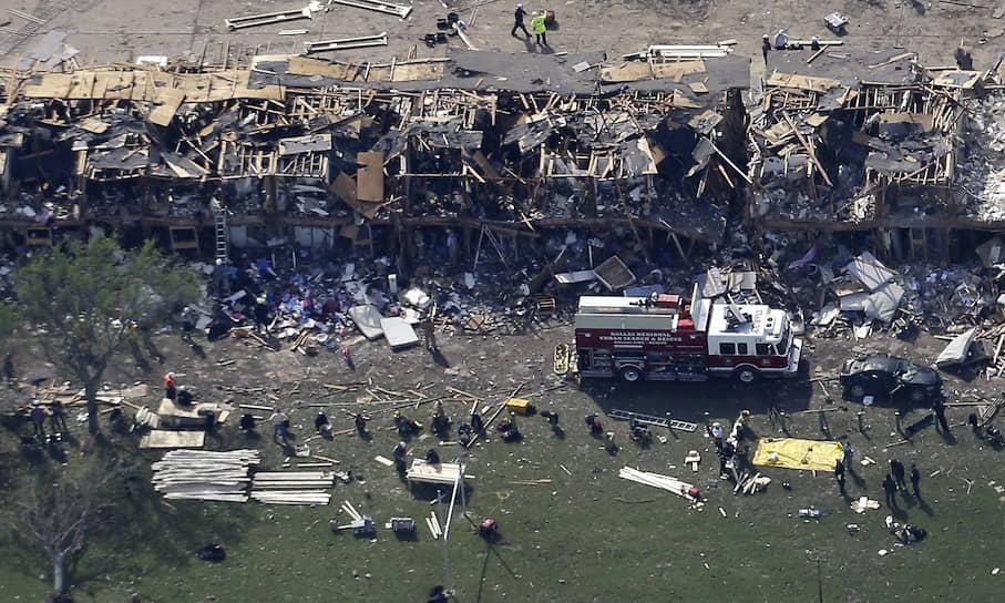 17 апреля 2013 года в городе Уэст (Техас, США) произошел пожар на заводе минеральных удобрений компании West Fertilizer. Когда прибывшие по вызову пожарные тушили возгорание, сдетонировали 60 тонн аммиачной селитры
