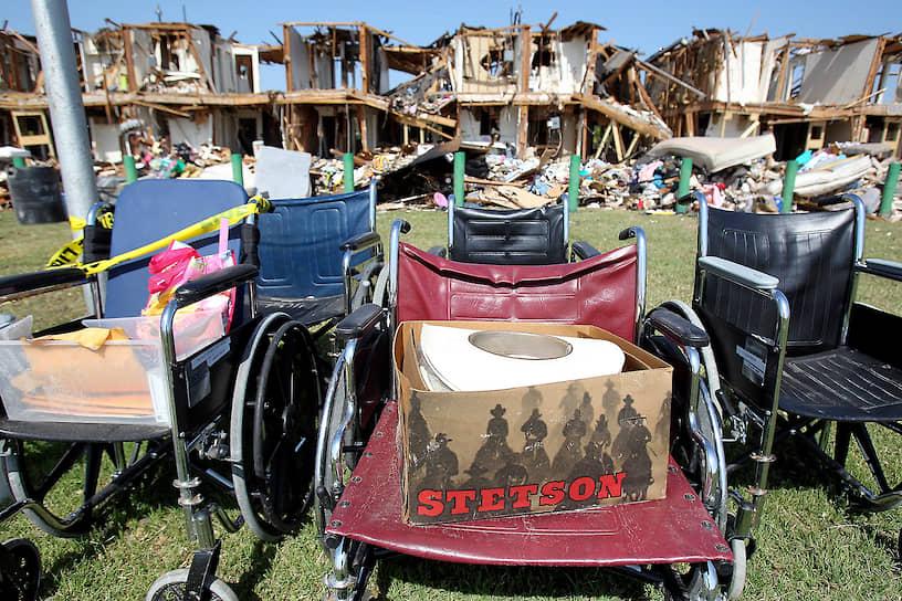 Взрывной волной были повреждены или практически полностью разрушены более 150 соседних строений, в том числе школа, дом престарелых и многоэтажное жилое здание. В результате ЧП погибли 15 человек (большинство — пожарные и медики), около 160 получили ранения