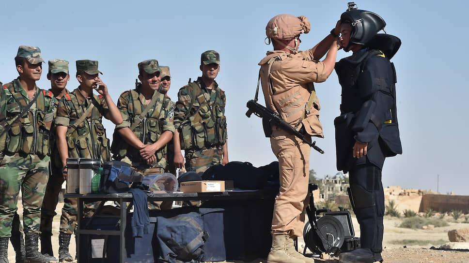 Сирийская арабская армия (1-2 фото) и с ними российская армия сотрудничает