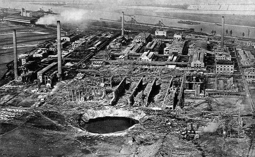 21 сентября 1921 года взрыв прогремел на химическом предприятии компании BASF недалеко от немецкого города Оппау. На складе удобрений сдетонировали 12 тыс. тонн смеси сульфата и нитрата аммония. На месте образовалась воронка диаметром 160 м. Погиб 561 человек, более 1,5 тыс. получили ранения. 7,5 тыс. человек лишились жилья