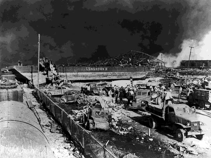 В результате взрывов и пожаров на двух соседних судах, в портовых нефтехранилищах и расположенных поблизости от порта химических предприятиях погиб 581 человек, более 5 тыс. пострадали. Порт и часть города были разрушены