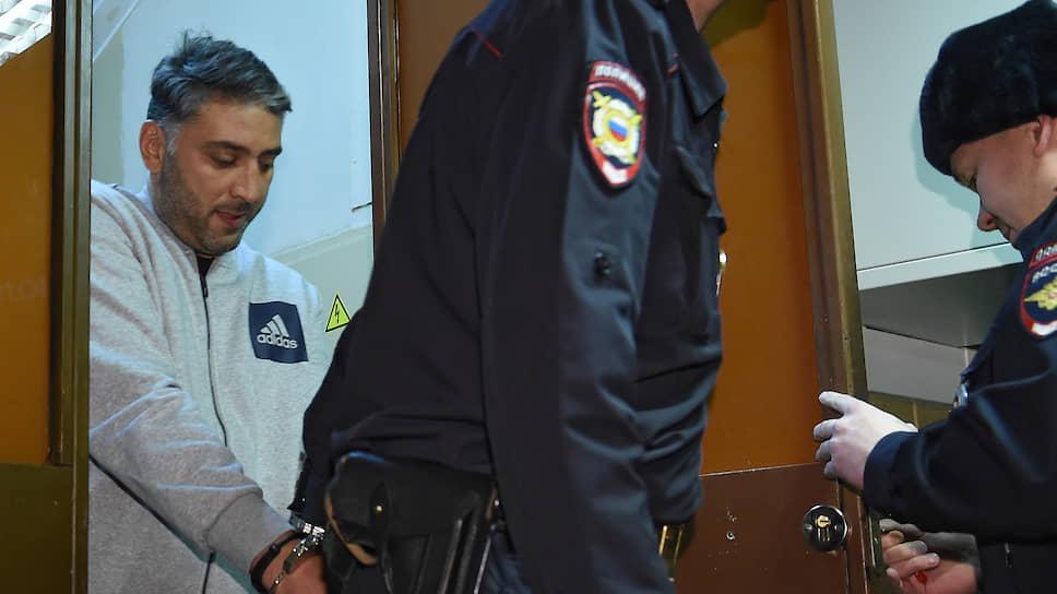 Обвиняемый в перестрелке в «Москва-Сити» Магомед Исмаилов (слева)