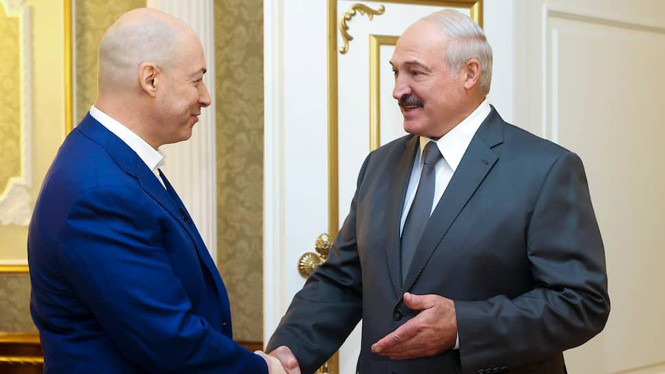 Украинский журналист Дмитрий Гордон (слева) и президент Белоруссии Александр Лукашенко
