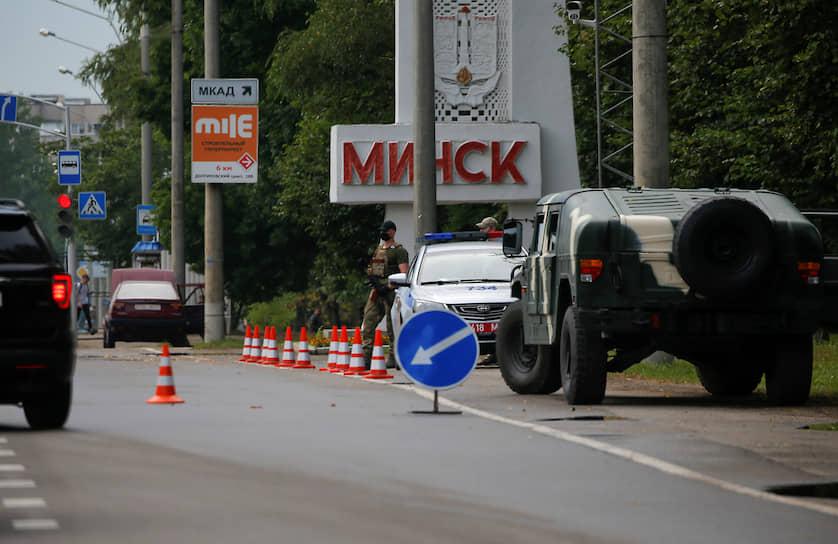 По данным СМИ, в Минске начались столкновения между протестующими против переизбрания Александра Лукашенко президентом Белорусиии и сотрудниками ОМОН