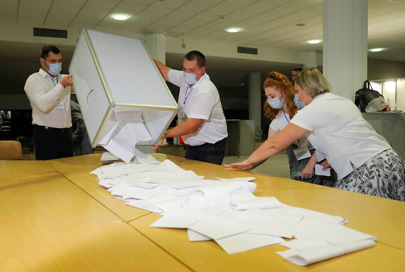 Согласно данным национального экзит-пола в Белоруссии, на выборах победу одерживает Александр Лукашенко c 79,7% голосов
