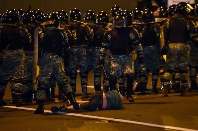 Задержание участника протеста в Минске
