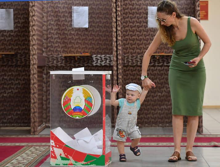 Глава ЦИК Белоруссии Лидия Ермошина сообщила об однотипных жалобах на организацию голосования и заявила, что они могут подаваться в обмен на денежное вознаграждение
