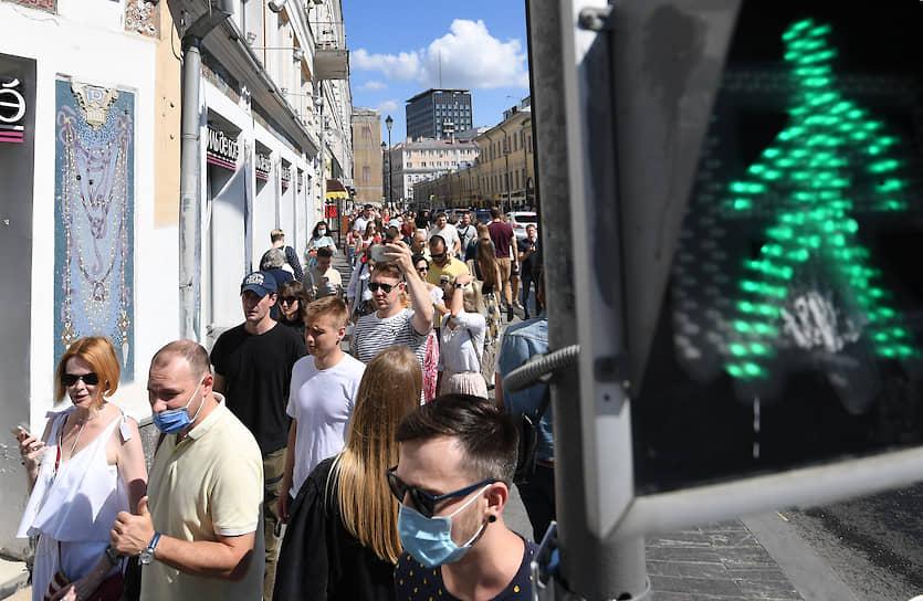 У посольства Белоруссии в Москве выстроилась очередь более чем в 1 тыс. человек