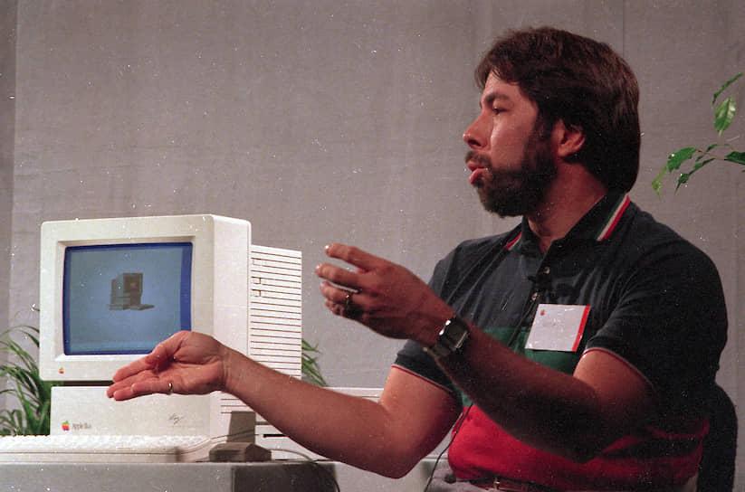 Стив Возняк (полное имя Стивен Гэри Возняк) родился 11 августа 1950 года в городе Сан‑Хосе (штат Калифорния, США) в семье инженера и домохозяйки. По окончании школы Возняк поступил в Калифорнийский университет в Беркли, но уже на втором курсе бросил учебу. В 1975 году он начал работать в компании Hewlett‑Packard, где проектировал калькуляторы