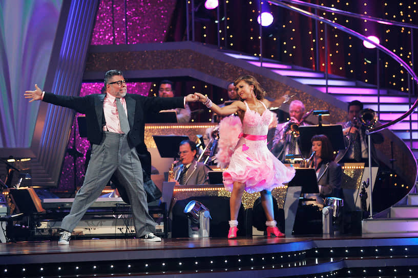 В 2009 году на телеканале ABC состоялась премьера развлекательного танцевального шоу «Dancing with the Stars», в котором принял участие Стив Возняк. Его партнершей стала Карина Смирнофф, профессиональная танцовщица родом из Харькова
