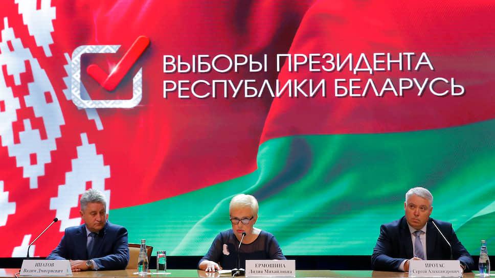 Глава ЦИК Белоруссии Лидия Ермошина, запреды ЦИКа Вадим Ипатов (слева) и Сергей Протас
