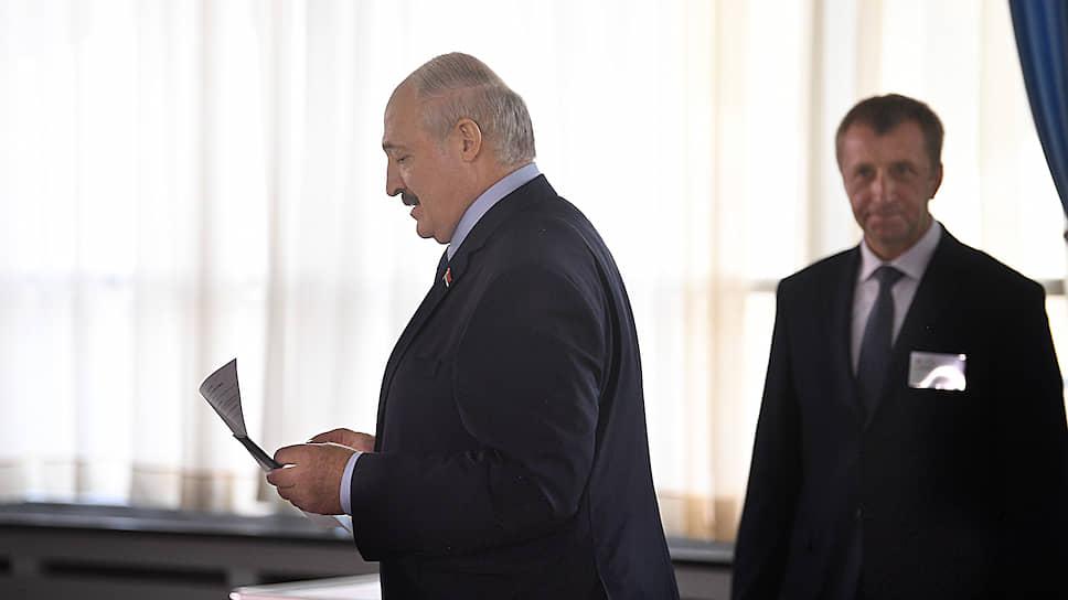 Президент Белоруссии Александр Лукашенко (в центре)