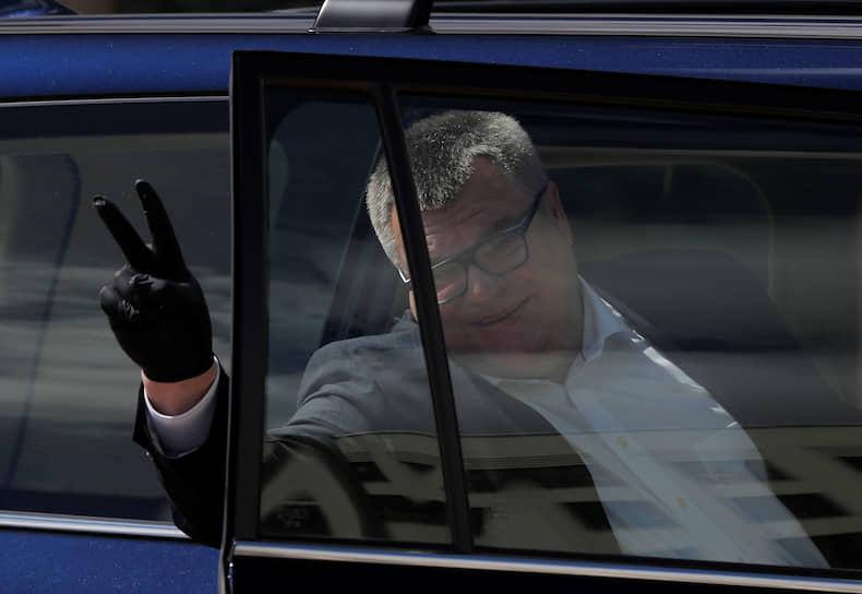 <b>Виктор Бабарико, банкир, незарегистрированный кандидат в президенты</b><br> Считался основным оппонентом Александра Лукашенко на выборах. Собрал 367 тыс. подписей в свою поддержку (больше всех остальных оппозиционеров), но получил отказ в регистрации из-за возбужденного уголовного дела. Задержан 18 июня 2020 года по обвинению  в даче взятки, уклонении от уплаты налогов и легализации средств. 6 июля 2021 года осужден на 14 лет