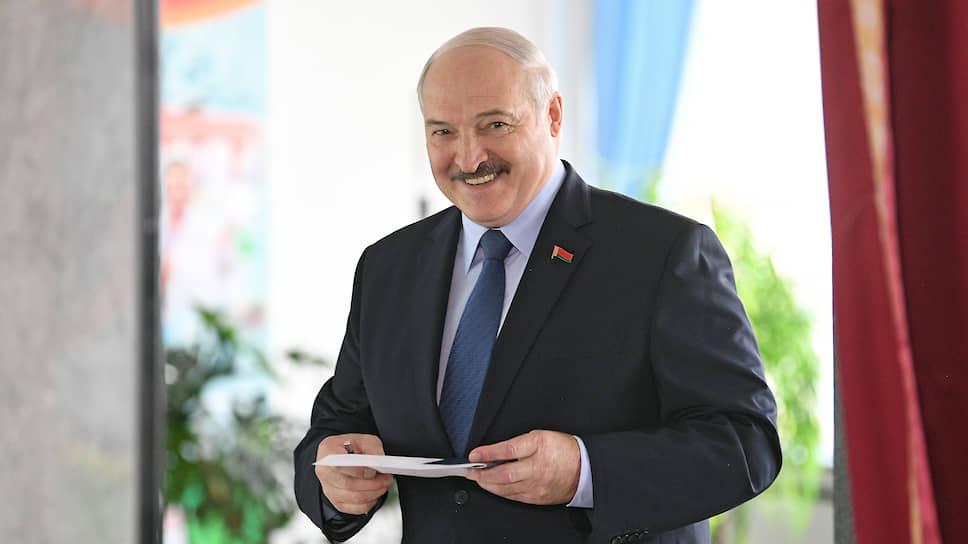 Александр Лукашенко, действующий президент Белоруссии По данным ЦИК, на выборах 9 августа набрал 80,23% голосов. Обвинения в фальсификации выборов отрицает. Протестующих называл людьми с «криминальным прошлым», «безработными» и протестующих «овцами, которыми управляют из-за границы»