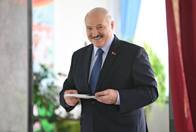 <b>Александр Лукашенко, действующий президент Белоруссии</b><br>По предварительным данным ЦИК, на выборах 9 августа набрал 80,23% голосов. 12 августа назвал протестующих людьми с «криминальным прошлым» и «безработными»