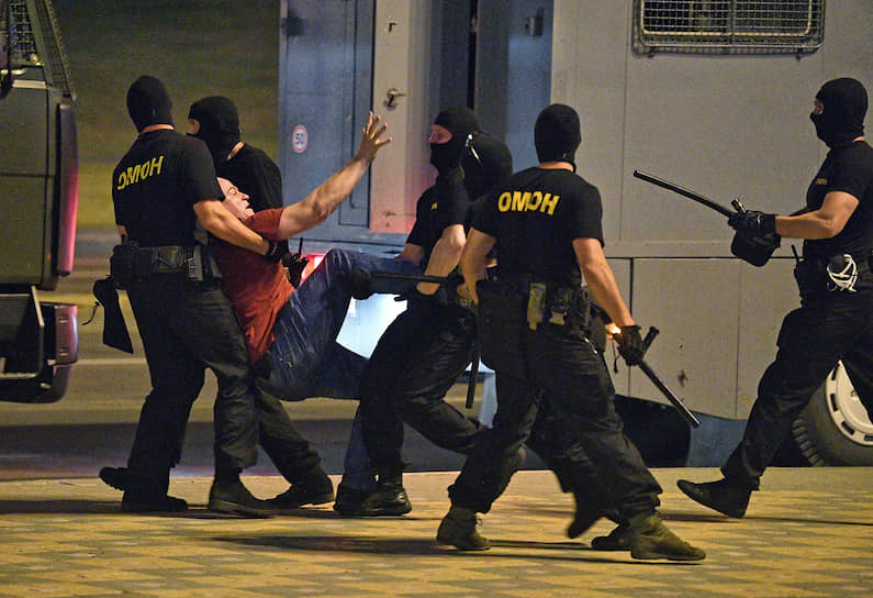 Минск, Белоруссия. Во время задержания участника акции протеста