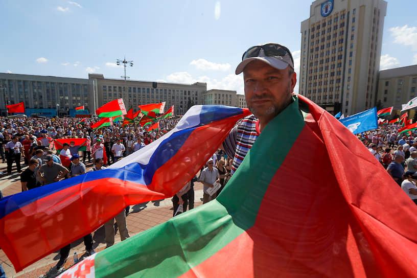 «Белорусы, думайте своей головой, пока не поздно — сегодня, завтра может быть поздно», — сказал президент