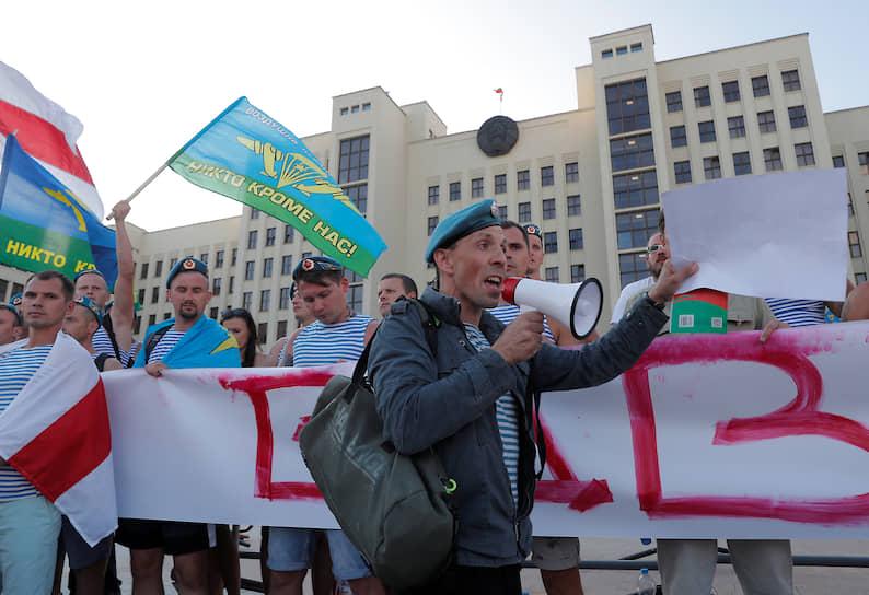Бывшие белорусские десантники во время акции протеста