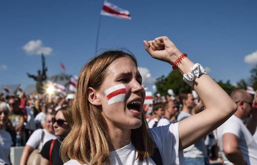 Протестующие собрались и у минского СИЗО №1, где содержится незарегистрированный кандидат в президенты Сергей Тихановский