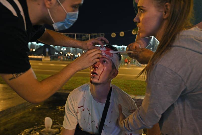 Раненый участник акции