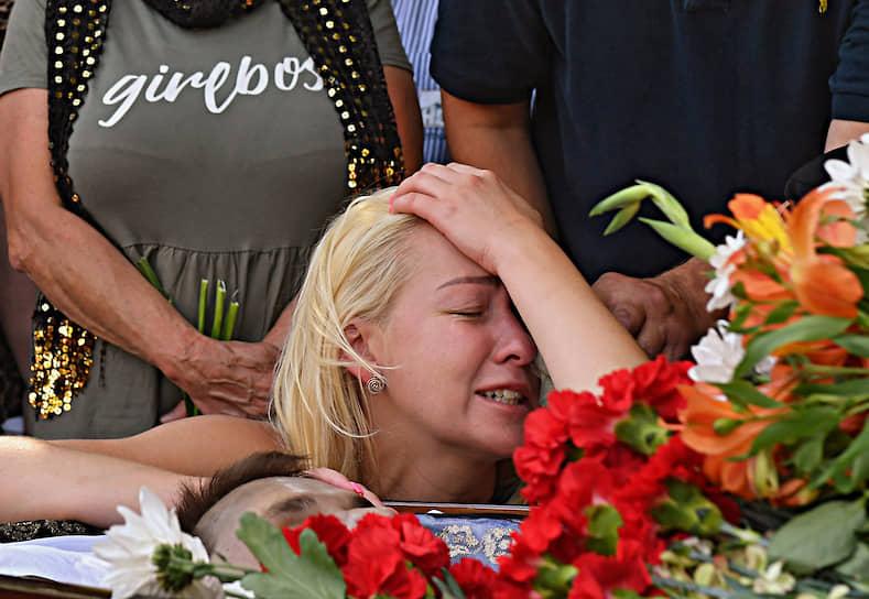 Похороны 25-летнего Александра Вихора, который умер после задержания на акции протеста