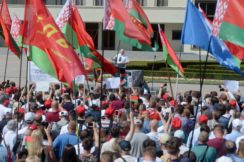 Президент Белоруссии Александр Лукашенко на митинге