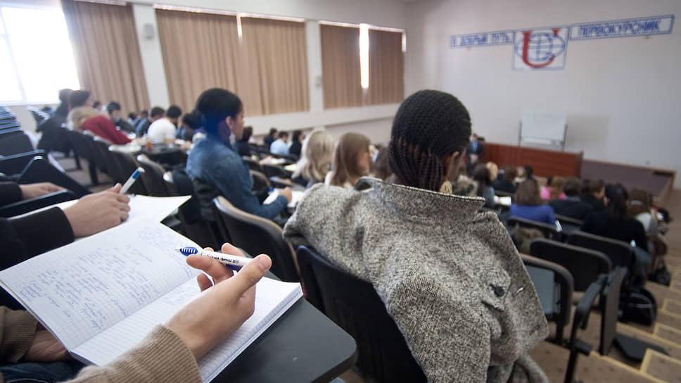 Как иностранные студенты пытаются вернуться на учебу в Россию