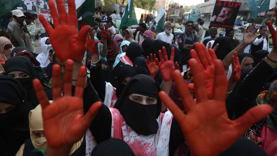 Демонстрация в Карачи в знак солидарности с Кашмиром, борющимся за независимость