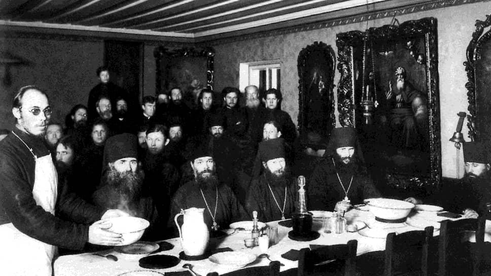 «А если сие невозможно, то нельзя ли совершенно воспретить угощение иноков вином в трапезе монастырской и в кельях настоятелей»