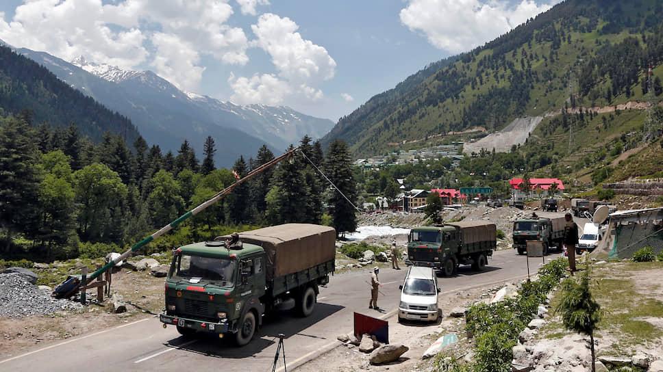 Индийские военные на пути в Ладакх