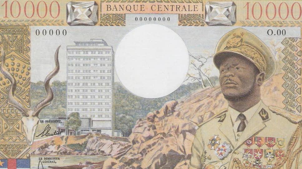 Однажды на официальном обеде президент ЦАР Дако сказал: «Полковник Бокасса желает одного — коллекционировать медали. Он никогда не решится пойти на военный переворот»
