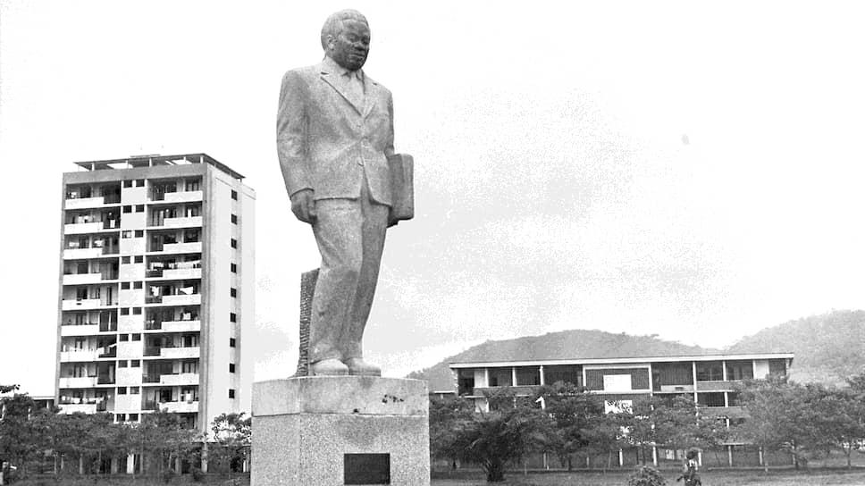 Памятник Б. Боганде в Банги, столице ЦАР