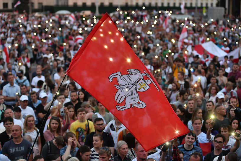 Минск, Белоруссия. Участники акции протеста на площади Независимости