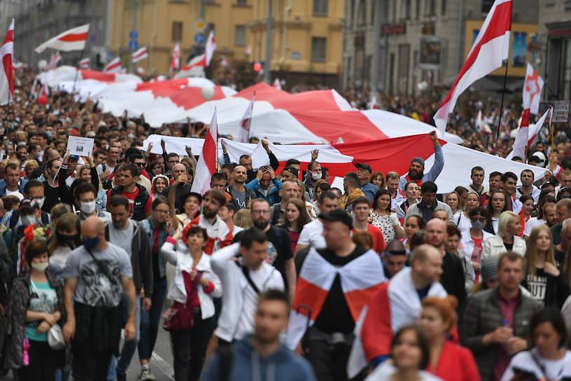 Акция началась на площади Независимости в Минске