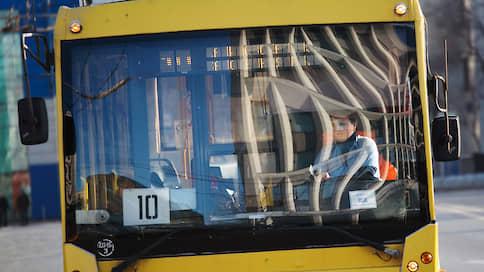 Москву оставили без троллейбусов  / Весь электротранспорт, несмотря на протесты общественников, заменили электробусами