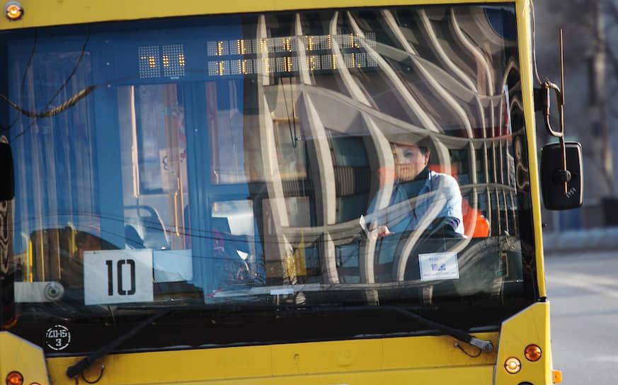 В 1990-х – 2000-х годах некоторые троллейбусные линии в центре закрылись. Так, были сняты с эксплуатации линии на Манежной улице, на Пушечной улице, на Кузнецком мосту, на Неглинной улице