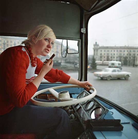 С 1940-х годов для подготовки водителей троллейбусов стали принимать женщин