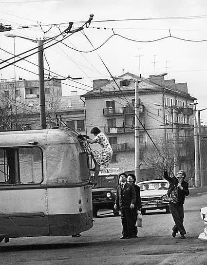 На 1 января 1964 года в Москве было 1811 троллейбусов. Для новых машин в 1962 году был открыт 6-й троллейбусный парк (в Заморинском переулке), а в 1964 году — 7-й троллейбусный парк (Нагатинский)