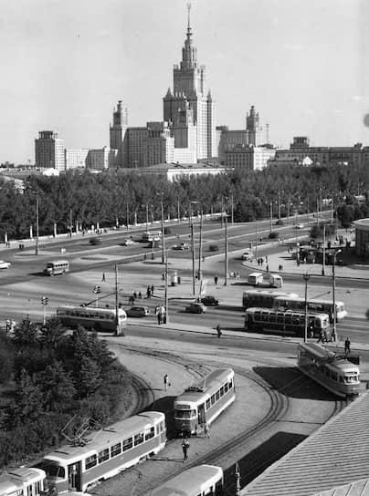 В отличие от других стран, где от троллейбусов начали отказываться в 1950-1960-х годах и заменять их на автобусы, в СССР этот вид транспорта активно развивался до конца 1980-х