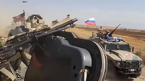 США и Россия устроили ралли в сирийской пустыне  / В ДТП пострадали четверо американских военнослужащих