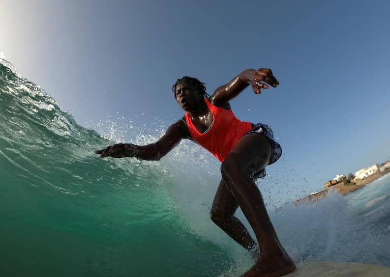 Дакар, Сенегал. Занятие серфингом