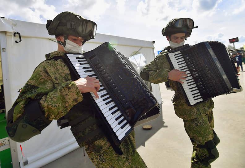 Участники церемонии открытия военно-технического форума «Армия-2020»