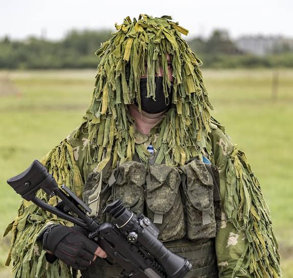 Участник церемонии открытия главной площадки форума «Армия-2020» в Восточном военном округе