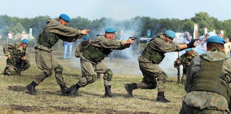 Показательные выступления спецназа ВДВ на Рощинском полигоне в Самарской области