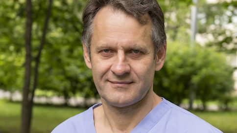 «Мы все равно не уйдем от вакцинации»  / Заместитель главного врача 52-й больницы Сергей Царенко о том, как в России лечат и чем будут прививать от коронавируса