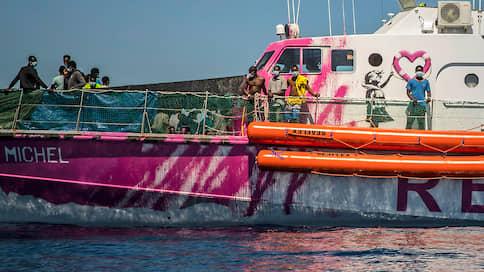 Художественная акция потерпела бедствие  / Жители Лампедузы готовы выйти на всеобщую забастовку из-за нелегальных мигрантов