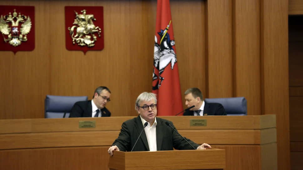Ректор ВШЭ Ярослав Кузьминов выступает в Мосгордуме, будучи ее депутатом, 2017 год